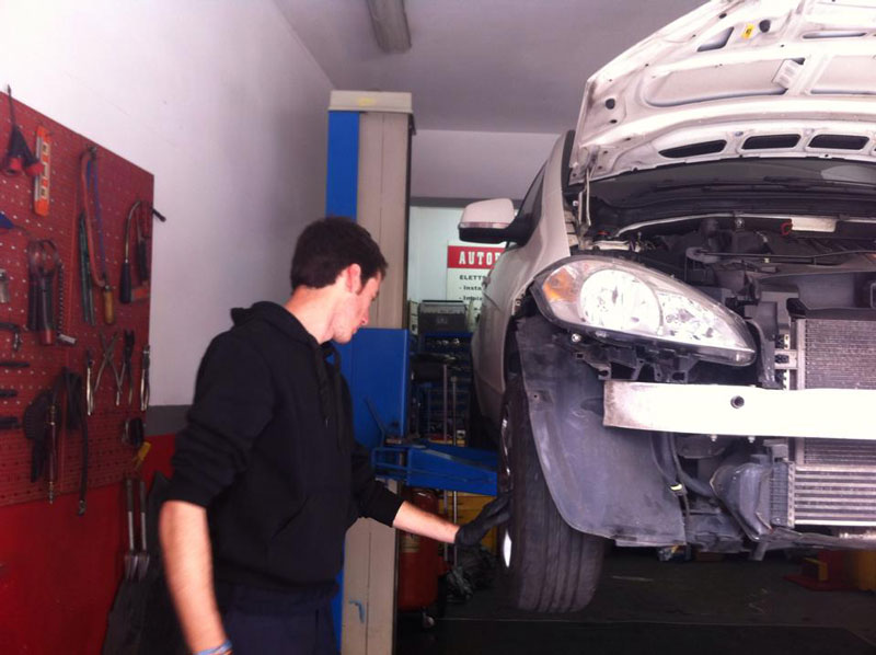 erasmus+ and eprojectconsult mechanic trainer at work
