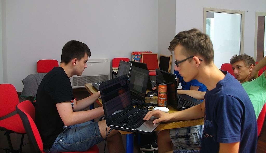 IT students at work from eprojectconsult