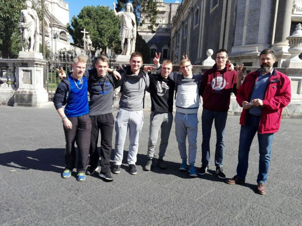 eprojectconsult group of students in visit at catania