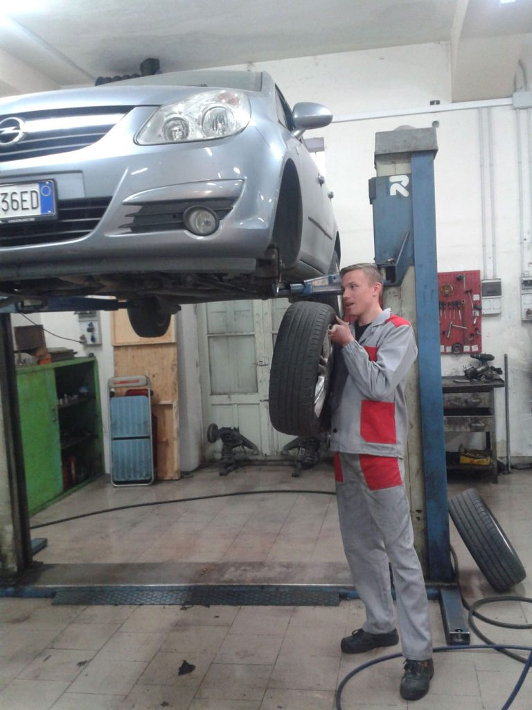mechanic at work for EProjectConsult